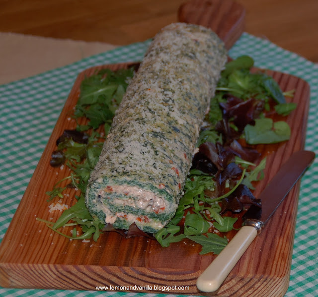 Spinach and parmesan roulade with sun dried tomatoes, pine nuts and rocket filling / Torta de espinafres e queijo parmesão, com recheio de tomates secos, pinhões e rúcula.