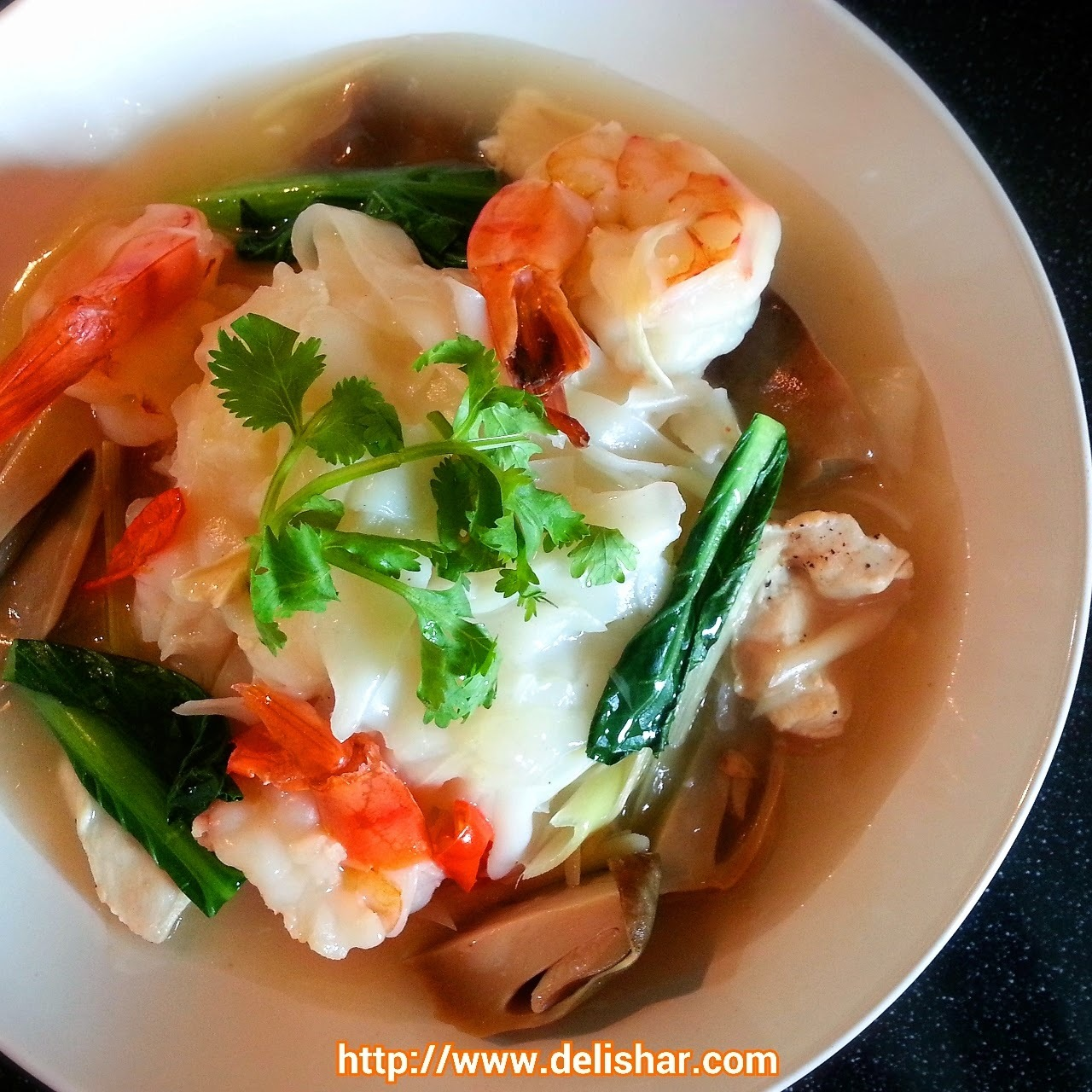 Tom Yum Hor Fun (Rice Noodle with Tom Yum Gravy)