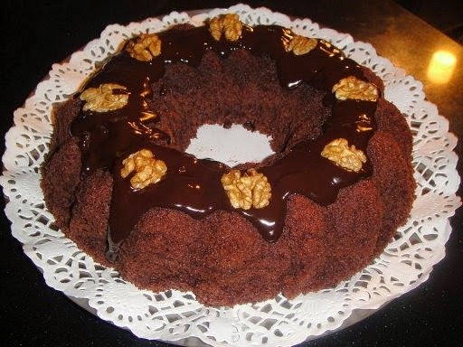 Queque de chocolate sencillo con fudge