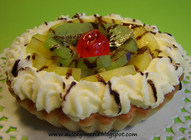 Tartaleta Chantilly de kiwi y cereza