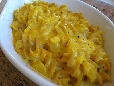 A Healthy Mac and Cheese Recipe with 2 Servings of Veggies and 9 Grams of Fiber