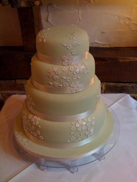 DIY SOS - tips for choosing and making your own wedding cake.