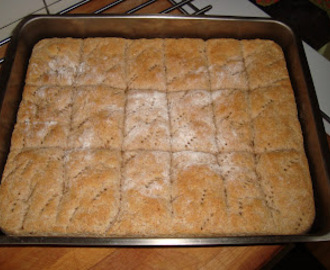 Långpannebröd med dinkelmjöl recept - myTaste