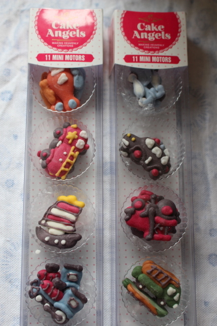 June giveaway – Cute cake decorations