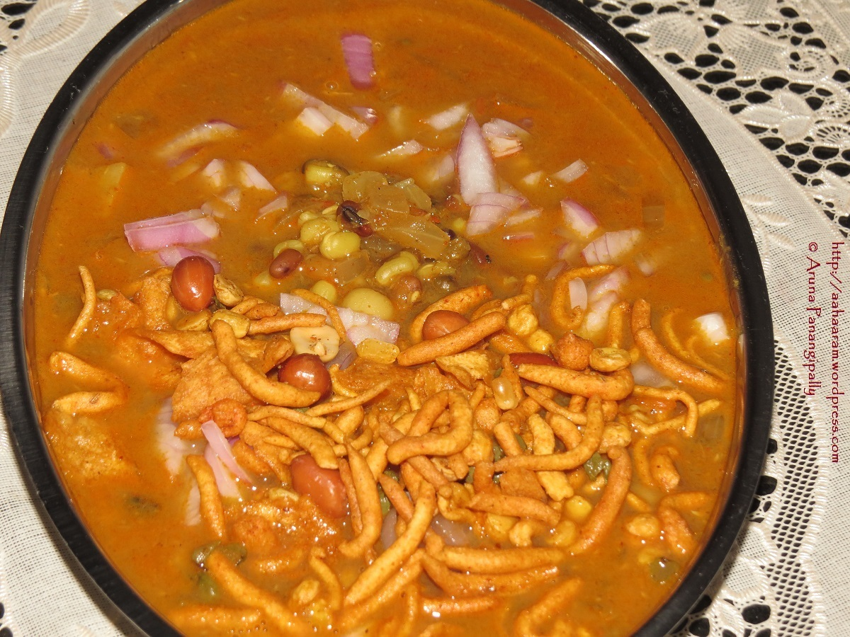 Kolhapuri Misal – Mumbai Street Food – Sprouts in a Super Spicy Gravy