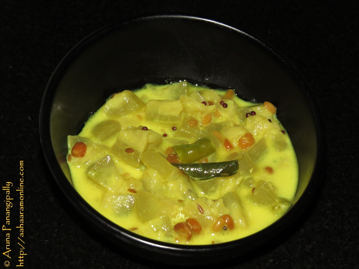 Anapakaya or Sorakaya Palu Posina Kura – Andhra Style Bottle Gourd Curry in Milk