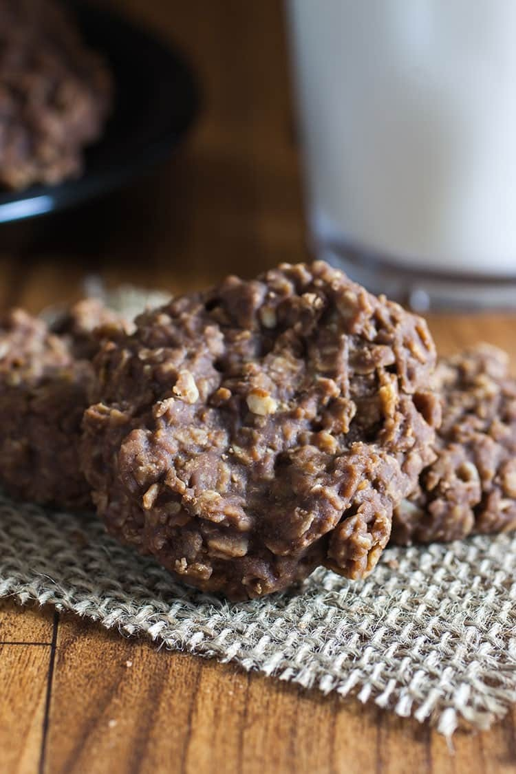 No Bake Peanut Butter & Chocolate Oatmeal Cookies