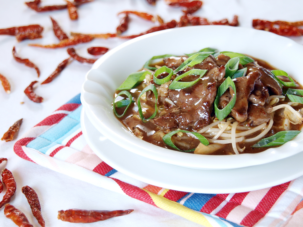 Beef and Bean Sprouts in Sweet and Hot Sauce