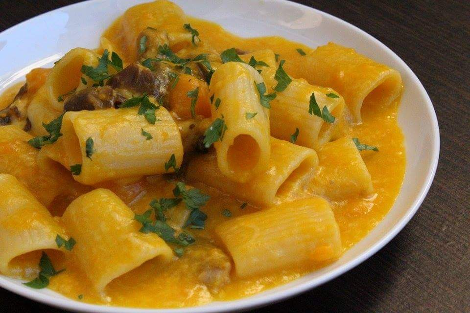 Pasta con zucca, funghi ed emmenthal
