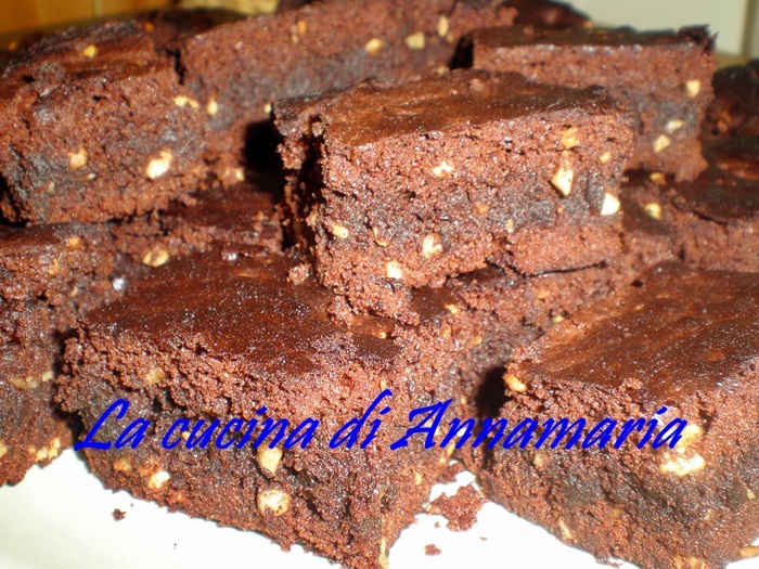 Brownies alle nocciole, ricetta dolce