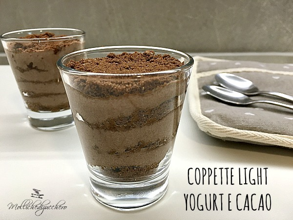 Coppette light con yogurt e cacao