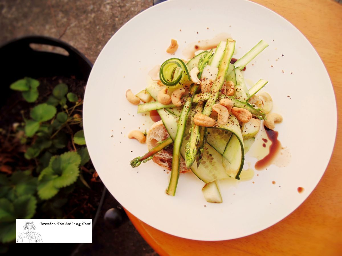 Open Sandwich of Asparagus, Cucumber and Cashews
