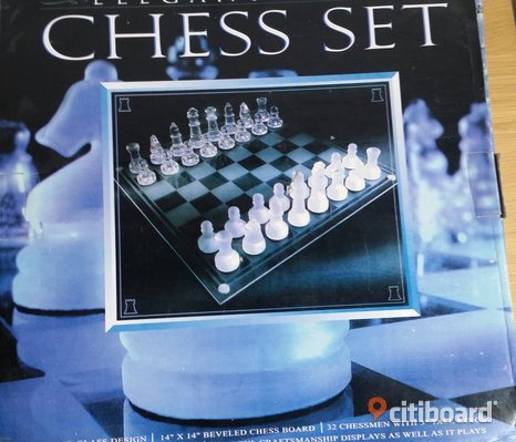 Schack - elegant glass chess set