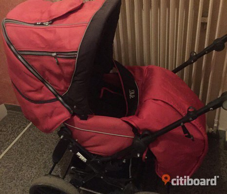 Röd barnvagn