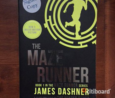 The maze runner. Signed copy by the author. Some writing on te inside. Generlly in a good shape.
