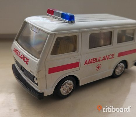 Volkswagen Type 2 (T3) ambulans 1/​43