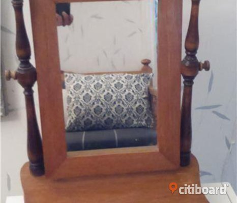 Antikt sminkbord, Pigtittare i trä med spegel.