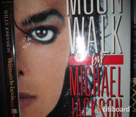 Moon  walk - by Michael Jackson