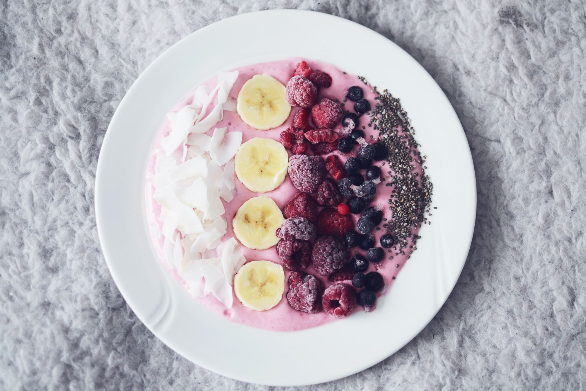 smoothie bowl breakfast -