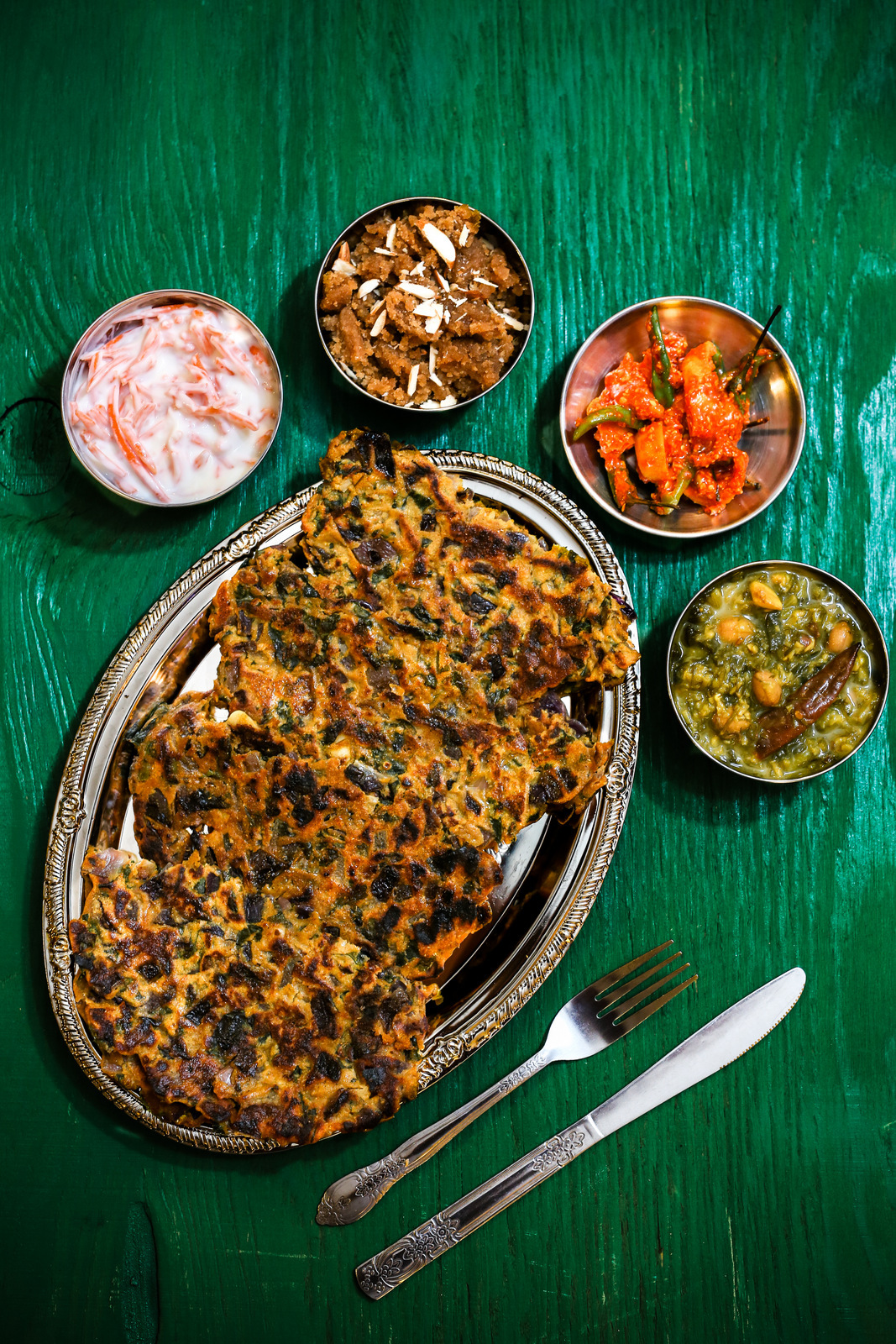 Thalipeeth, Ghavacha Sheera & Shepuchi Bhaji Recipe