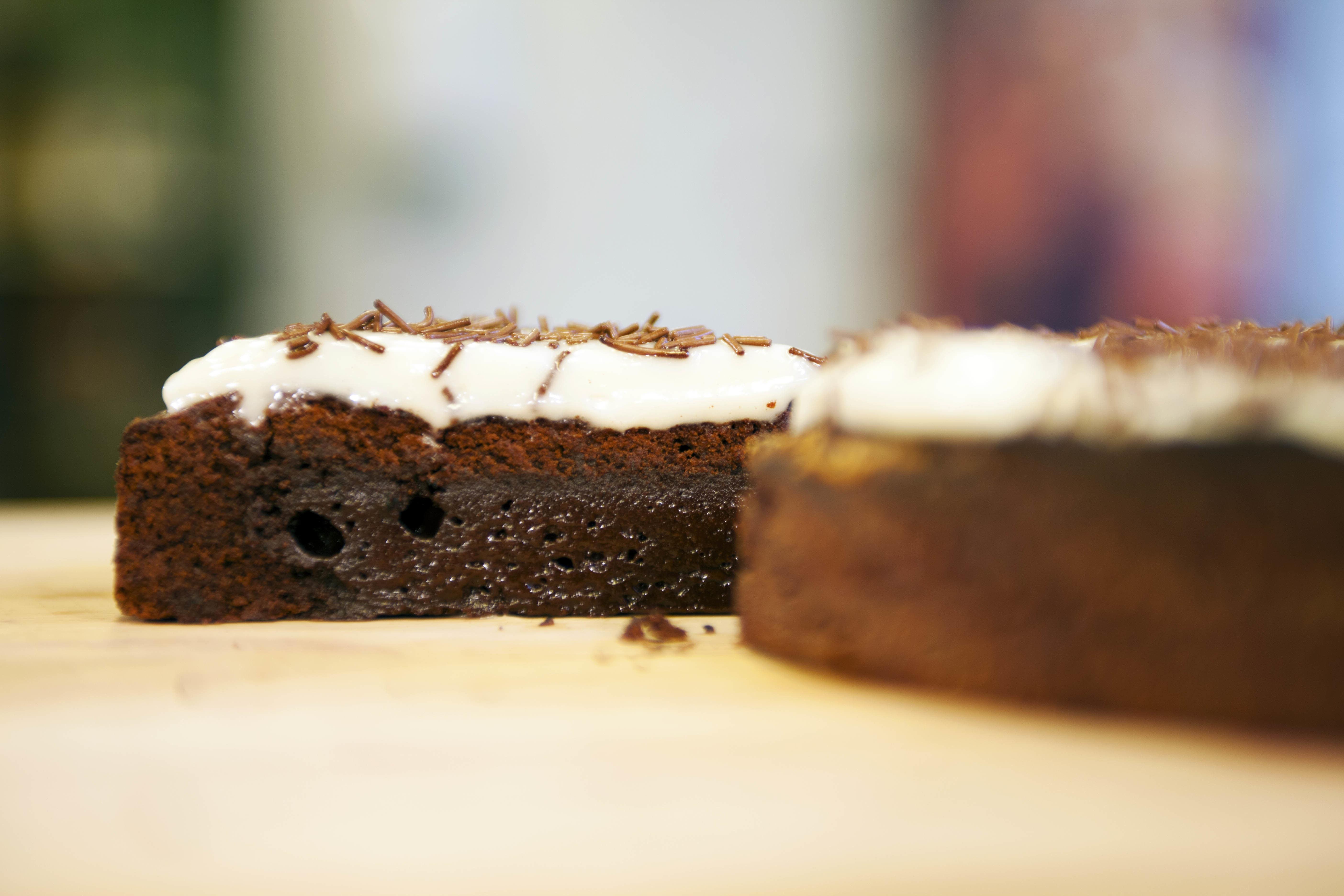 Brownie med vaniljkolaglasyr