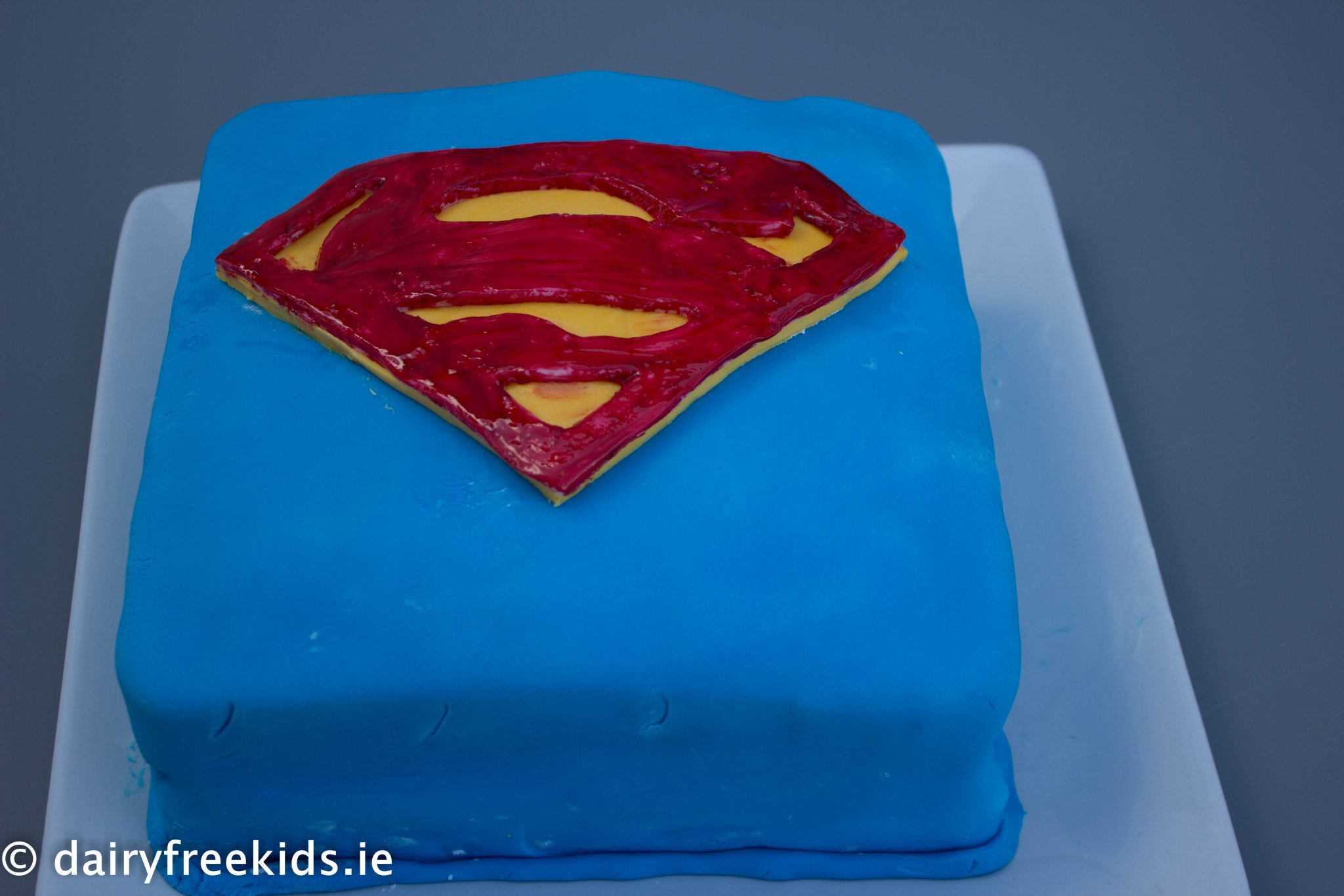 Recipe: Superman Cake