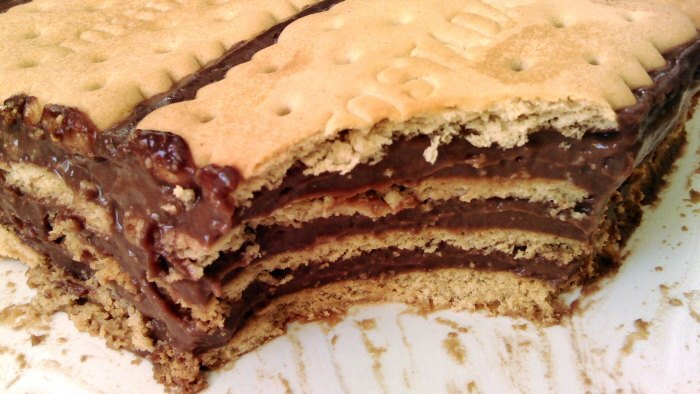 Tarta de Natillas con Galletas {postre de chocolate y galletitas}