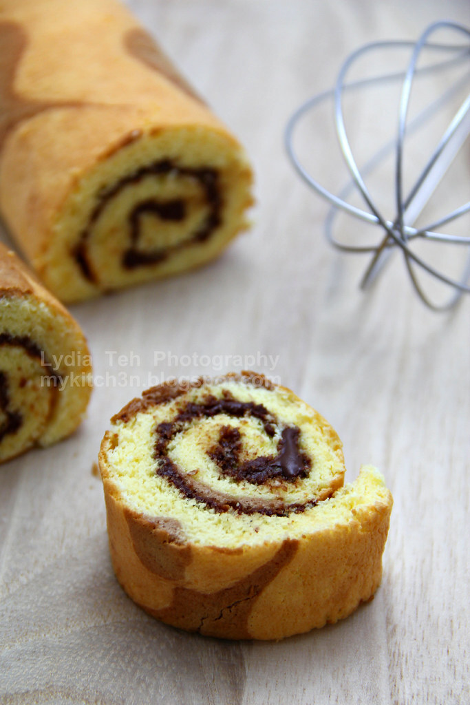 Nutella Rolled Cake [Oops, butter!]