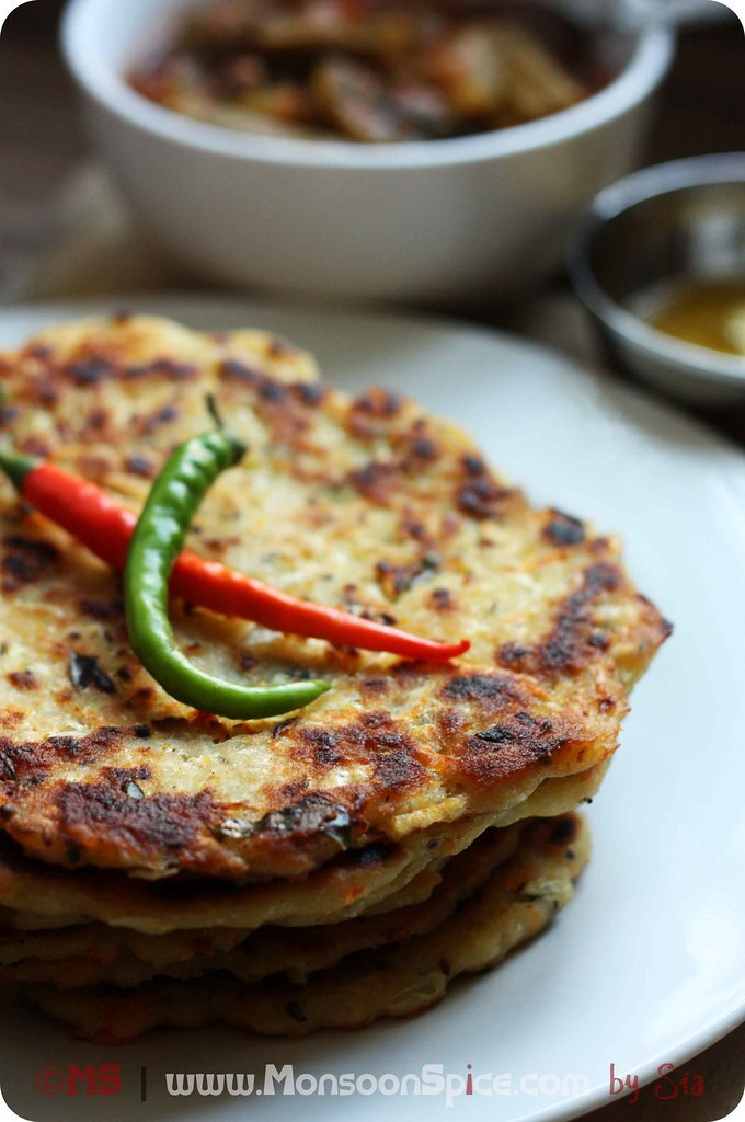 Cabbage Akki Rotti Recipe | Gluten Free Spicy Cabbage Flat Bread Recipe