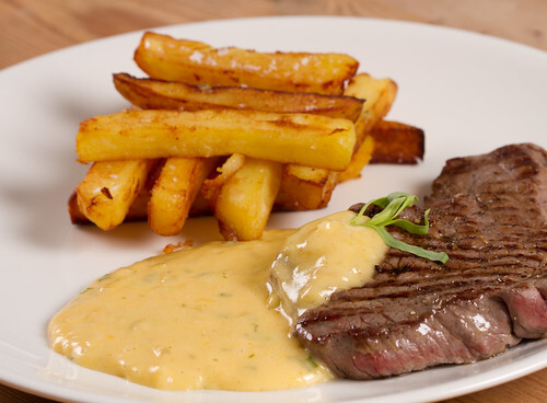 Béarnaise sauce, grilled steak and home-made chunky potato chips