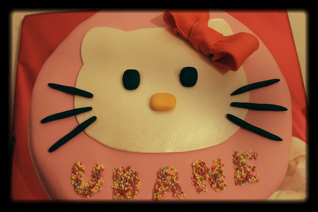 "Superando mi ""tartofobia"": tarta de Hello Kitty"