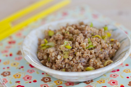 Recipe for buckwheat with leeks and soy sauce