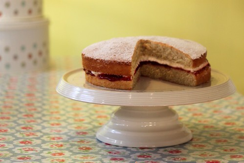 How to make: Victoria Sponge for Mother's Day