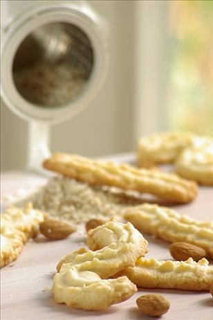 almond horseshoe cookie