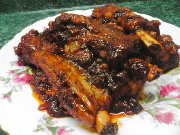 Spicy Pork Ribs With Garlic and Tomatoes