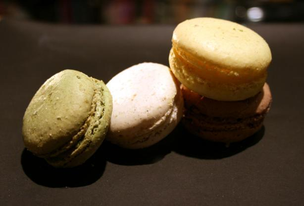 Macarons Aux Amandes (French Almond Macaroons)