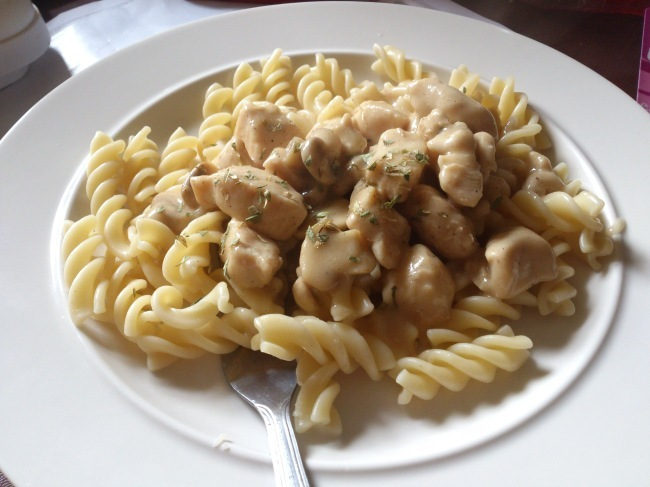 Chicken and mushrooms in a white wine sauce (recipe)