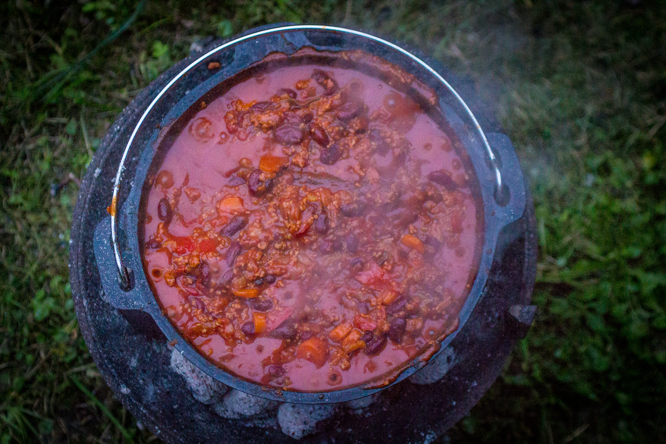 Chili con carne in een Dutch oven