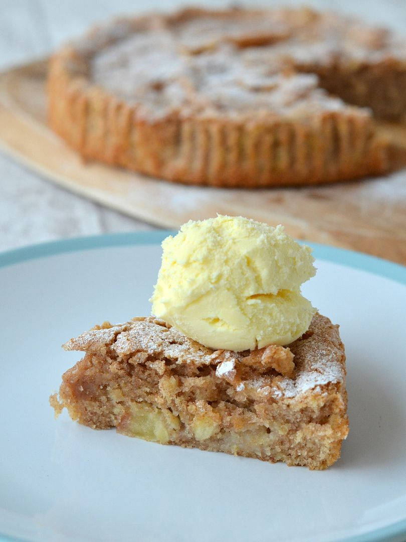 Quick and Tasty All-in-One Cinnamon Apple Cake