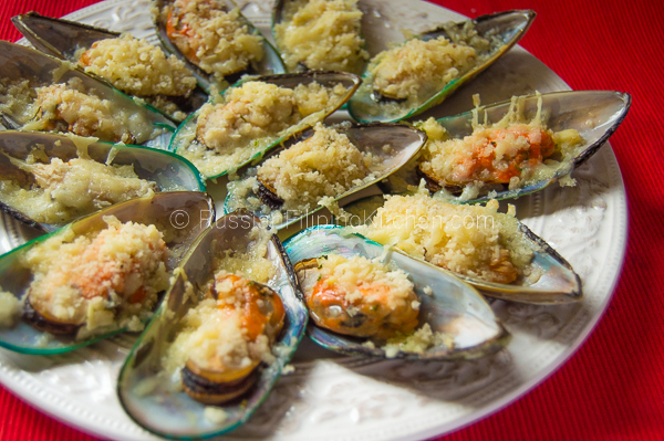Baked Mussels With Cheesy Garlic Butter Topping
