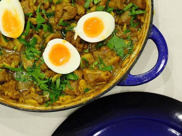 Tajine tfaiya – tagine with almonds and eggs