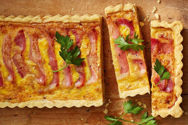 Cheesy bacon-topped quiche lorraine