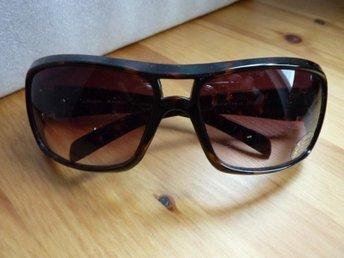 Solglasögon HAGA + fodral