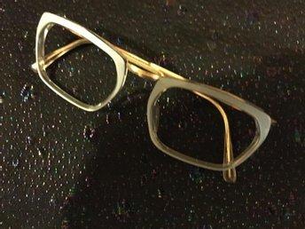 Glasögon från -50 -60talet Grå-.Går att sätta i glas.Gott skick