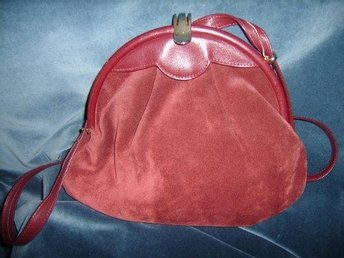 väska i röd lädermocka,vintage, 80-tal
