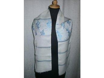 halsduk i siden,silke,vit med blå blommor,vintage,30-tal