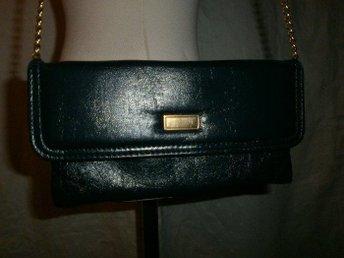 väska,liten marinblå axelremsväska i konstläder,vintage