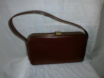väska,handväska i mörkröd konstläder,vintage,50-tal