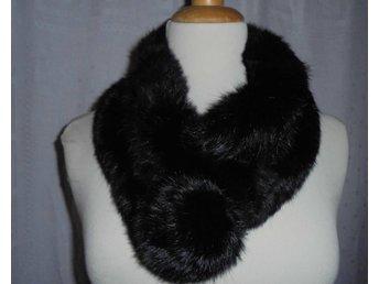 halsduk av svart äkta kaninpäls