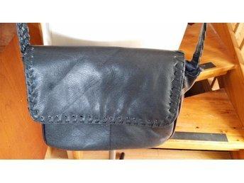 väska axelväska 80-tal  marinblå  retro
